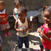 donation les petits coeurs de cuba à les enfants pauves à l'havane 2013