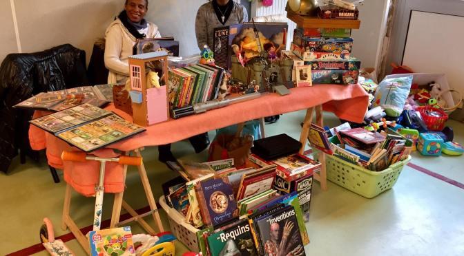 Participation des Petits cœurs de Cubaà une bourse aux jouets  dans une école basque de Bayonne.