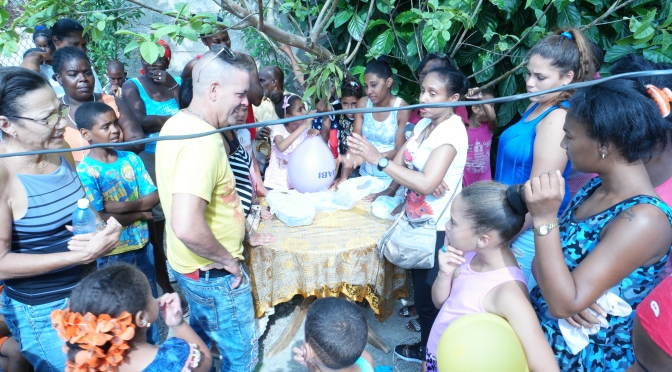 NOS ÉQUIPES MOBILISÉES A CUBA POUR LA PREMIÈRE DONATION DANS LE QUARTIER DE MANTILLA, A LA HAVANE.