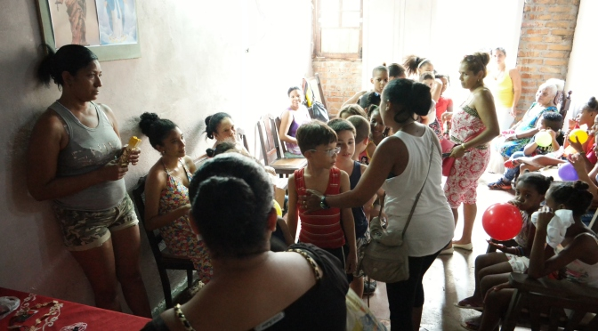 GOÛTER ET DONATION DANS NOTRE CENTRE D'ACCUEIL A CUBA