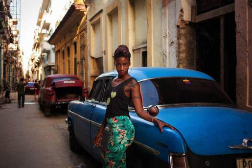 w_different-countries-women-portrait-photography-michaela-noroc-havana-cuba