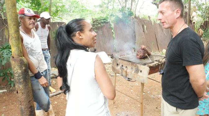 UN REPRÉSENTANT DE MARQUE DE L'AMBASSADE D'AUTRICHE AU CENTRE D'ACCUEIL DE CUBA.