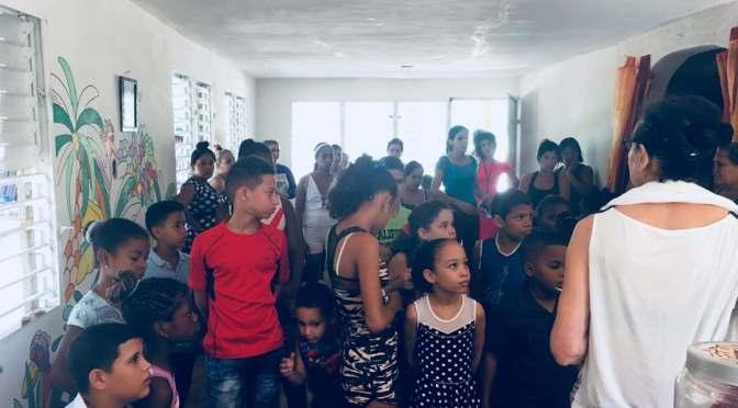 LEÇON DE FRANÇAIS POUR LES ENFANTS ET FAMILLES AU CENTRE MISÉRICORDE.