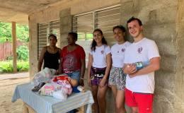 GOÛTER ET DONATION AU CENTRE D'ACCUEIL DE CUBA AVEC LA JEUNE EQUIPE DE L'ASSOCIATION «CUBANIÑOS» DEBAYONNE.