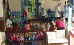 DONATION ET GOÛTER A LA GARDERIE « PADRE USERA » DE LA RUE MURALLA DANS LAHAVANE.